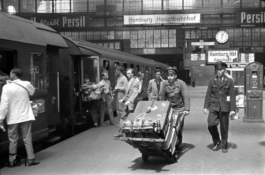 Luggage carrier at Hamburg central station